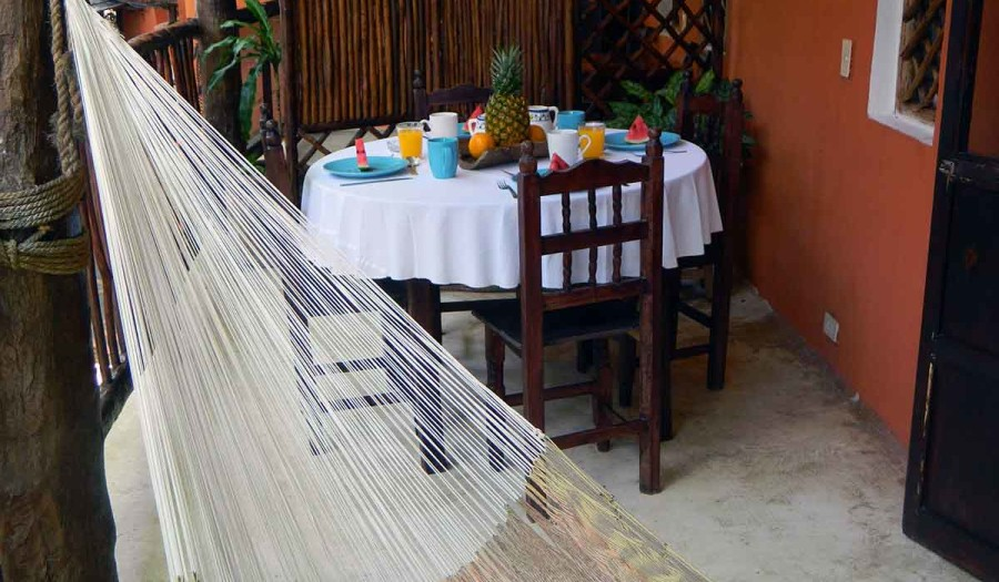 STANDARD-ROOM-#10-TERRACE-WITH-DINING-TABLE-AND-HAMMOCK